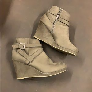 Report Brown suede booties size 8.5